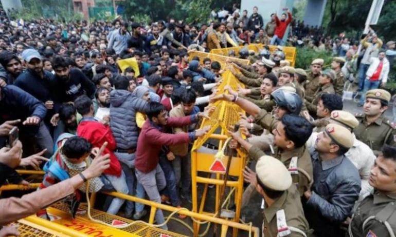 India: proteste e scontri per la legge sulla cittadinanza che esclude i musulmani